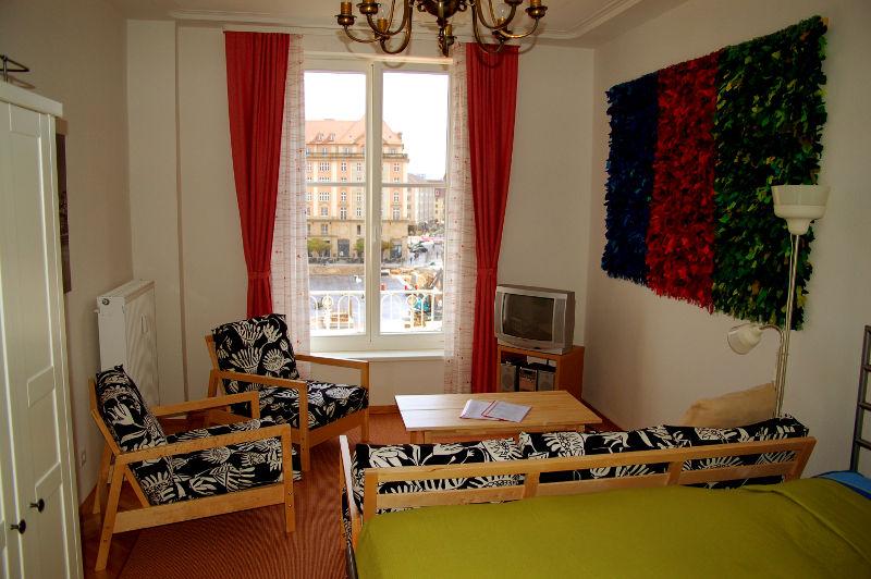 Bar Wohnzimmer Dresden Kleines Haus Karenllew Residential Bedroom With View To Altmarkt